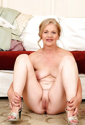 Aunty fat naked photo